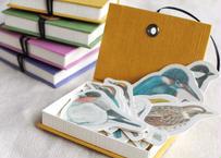 小箱に入った野鳥のミニカード
