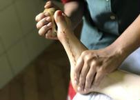 アーユルヴェーダ病院で使われているフットマッサージ用グッズ|南インド・ケララ州