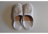 モロッコバブーシュ・白×ベージュ刺繍