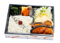 焼き鮭と卵焼き和風弁当