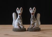 お稲荷さんの狐の置物