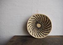 ウガンダ|手編み籠(黒螺旋)27cm