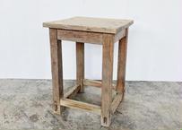 No.0033 四角い椅子