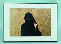 写真パネル<黒いベールの女性>直筆サイン付き 数量限定