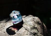 ガラスオブジェ ホワイトオパール 研磨 アメジスト背景(ボロシリケイトガラス) GN-12204