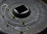 クロムダイオプサイト/自然染めシルク首飾り