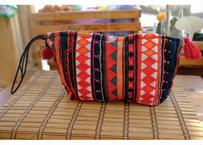 アカ族の刺繍クラッチバッグ(持ち手:黒)