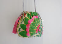 インド刺繍巾着ショルダーバッグ(シルバーxピンク)