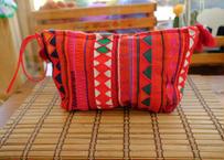 アカ族の刺繍クラッチバッグ(持ち手:赤)
