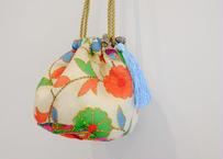 インド刺繍巾着ショルダーバッグ(ゴールドxライトブルー)