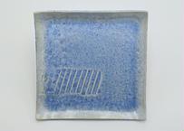B57 雪結晶釉角皿 青