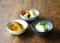 【ハルカゼ舎】小鉢(青緑/白/黒化粧土かけ)(商品コード:TG270241)