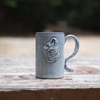 ある猫の肖像のマグカップ 高さ10センチ