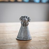 【ベル】教会のある街の犬