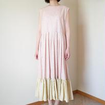 花びら | 袖なしの裾がふりふりのワンピース