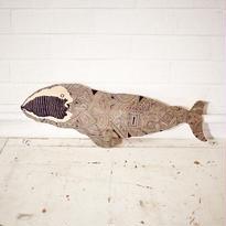 木のクジラ(尾ひれに割れあり)