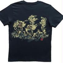 【手描きTシャツ】に獅子 黒 コットン生地