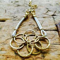 8サークルゴールドカラーリングチェーンと革丸紐ブレスレット