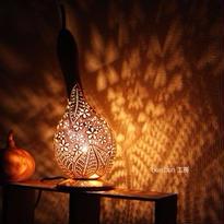 ひょうたんランプ--舞い散る花達