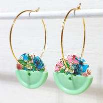 Button pierced earrings ボタンピアス/フープ・2トーン・花柄×アップルグリーン