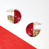 Button pierced earrings ボタンピアス/ 3/4・2トーン・レッドマーブル×金花型