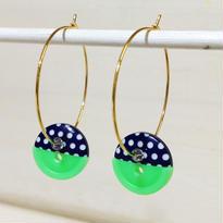 Button pierced earrings ボタンピアス/フープ・2トーン・紺水玉×ネオングリーン