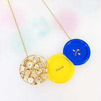 Button necklace ボタンネックレス/三連・金スパンコール×イエロー×ブルー