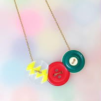 Button necklace ボタンネックレス/三連・フラッシュ×レッド×グリーン×金チェーン