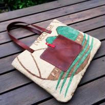 丈夫なコーヒーの麻袋のザクザク入るトートバッグ01