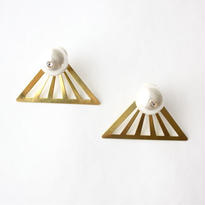 Gold triangle pearl white