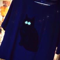 黒猫 in the dark