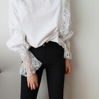 frill race blouse