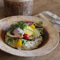 草花のリム皿