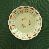 九谷焼小皿、花蝶文輪花、 赤地 径