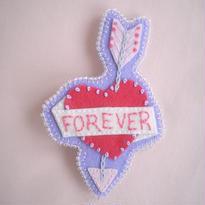 フェルトと刺繍のブローチハートアロー/lavender