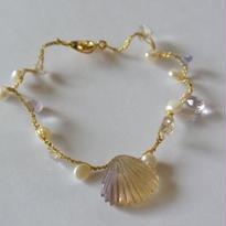 金糸ブレスレット  眠る貝1
