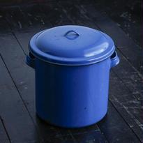 青いミルク缶