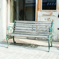 緑の鉄脚ベンチ