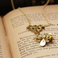 *ミツバチ&蜂の巣ネックレス