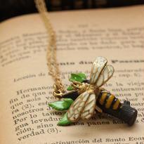 *ミツバチ&リーフネックレス