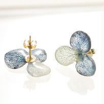 アジサイ【S/藍染】3枚花弁のピアス 14kgf(イヤリング)