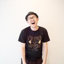 TRAVEL & MUSIC Tシャツ ブラックver