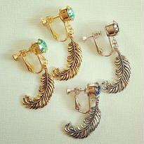 SWAROVSKI feather earring