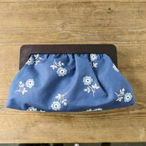 装う刺繍 身につける刺繍 材料セット 青い花のクラッチバッグ
