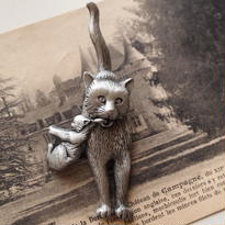 JJ ヴィンテージブローチ 子猫をはこぶママ猫 SILVER