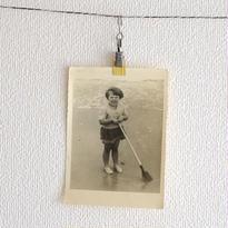1954年の写真(女の子とスコップ)