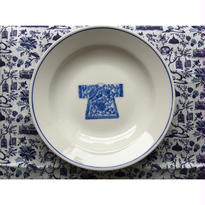 【香港☆粵東磁廠】(手書き)藍一色・宮廷服柄の深皿  / Yuet Tung China Works