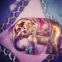 Vintage Brooch 金色の象