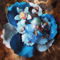 Vintage Brooch みず色の花