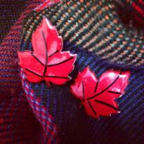 Scarlet-tinged Ivy Earring  蔦紅葉